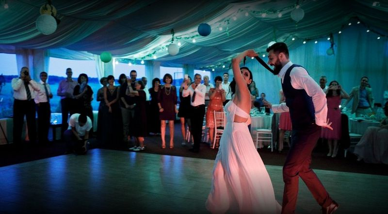 The EOS 5D Mark IV captures a wedding in low light